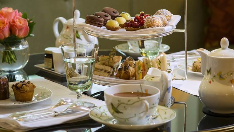 C'est l'heure du tea-time au Bristol Paris !