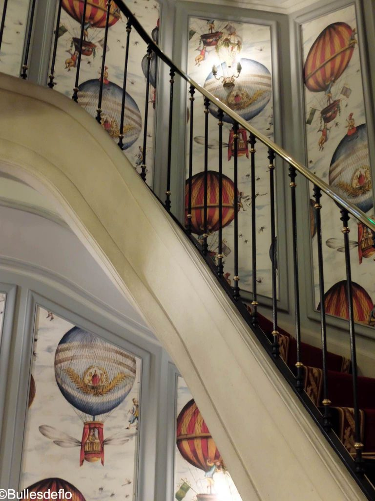 saint-james-paris-escalier