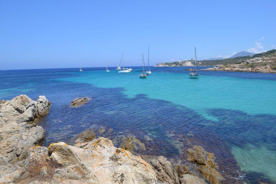50 nuances de bleus à l'Ile Rousse en Corse